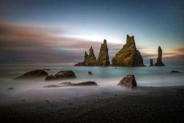 Foto op Plexiglas Scandinavië Black beach Reynisfjara at sunrise, Iceland