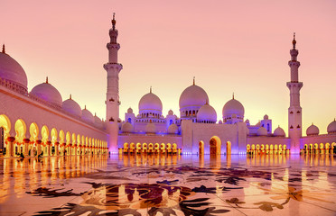 Foto auf Acrylglas Abu Dhabi Sheikh Zayed Grand Mosque at dusk in Abu Dhabi, UAE
