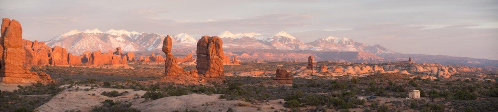 panorama balanced rock