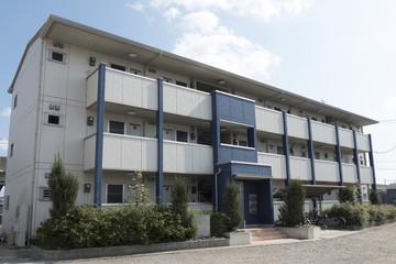 住宅 3階立て アパート イメージ 外観 青空 相続対策 減価償却 不動産投資 アパート経営