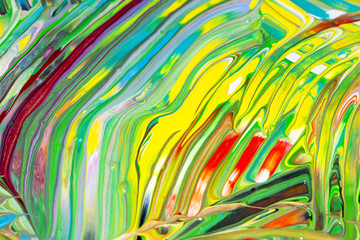 Bunte Malerei/ Gemälde aus Streifen in Rosa, Blau, Weiß, Orange, Schwarz und Grün, Gouache, als Hintergrund für Frühling, Sommer oder Herbst