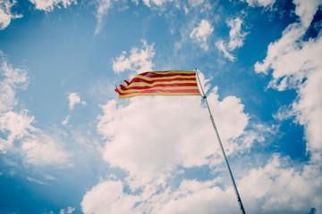 Le drapeau sur les rochers de Blames