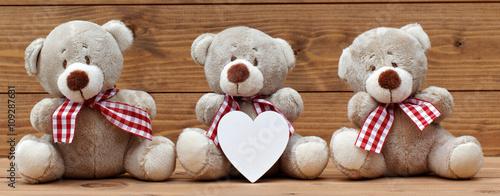 teddyb ren mit herz stockfotos und lizenzfreie bilder auf bild 109287631. Black Bedroom Furniture Sets. Home Design Ideas