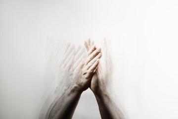 Handzeichen,  Klatschen