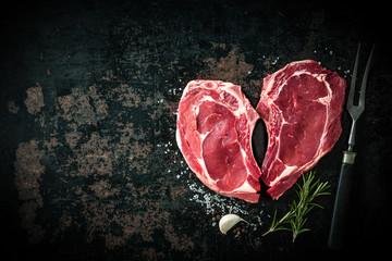 Keuken foto achterwand Vlees Heart shape raw fresh veal meat steaks