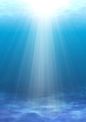 光の差し込む浅い海
