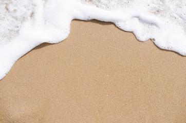 morska piana na piasku