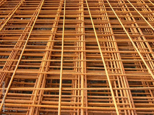 Rotbraune Betongitter aus Drahtgeflecht in einer Baustoffhandlung ...