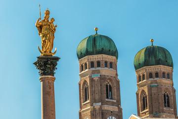 Münchner Marienplatz Fraunkirche