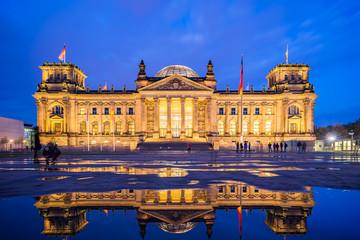 Foto op Canvas Berlijn The Reichstag building at night in Berlin, Germany