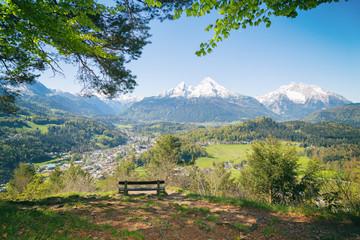 Wall Mural - Wanderung Maria Gern Berchtesgadener Land mit Blick auf Watzmann - Wandertag