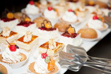 Restaurant buffet reception cake photo 13