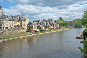 Montignac - Lascaux traversé par la Vézère