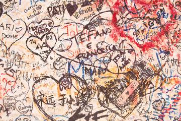 Dessins sur le mur d'entrée de la maison de Roméo Montaigu, Vérone