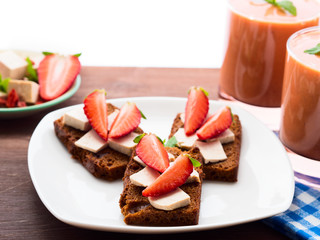 Rye bread with tofu and strawberries