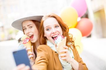 ice cream selfie maker