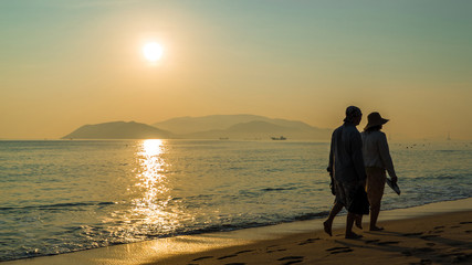 Sun, ocean and walking couple (aquamarine)