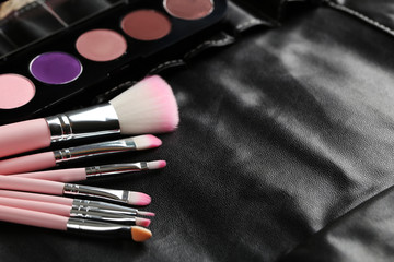Makeup brush set with palette on black case