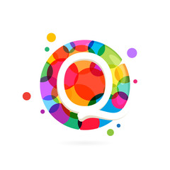 Q letter logo in circle with rainbow dots.