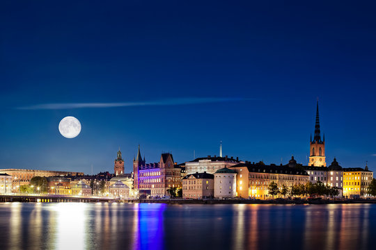 Full Moon, The Super Moon in 2015, rising over Stockholm.