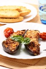 Melanzane ripiene con basilico e pomodorini