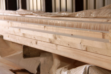 Holzbalken aufgeschichtet
