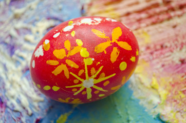 Single easter egg with beautiful  color abstract pattern, isolated on colored textured background