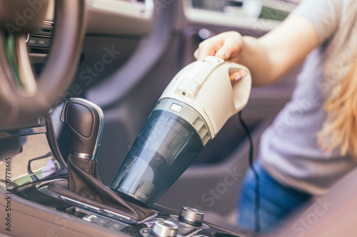 woman cleaning interior of car using vacuum cleaner photo libre de droits sur la banque d. Black Bedroom Furniture Sets. Home Design Ideas