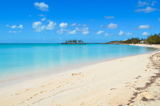 Deserted beach strip and crystal clear water on Eleuthera (Bahamas)