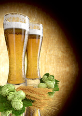 Illustrazione: two glasses of beer with barley and hops - 3D render