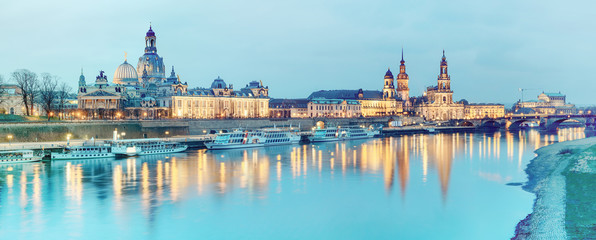 Fotomurales - Night panorama of Dresden Old town with reflections in Elbe rive
