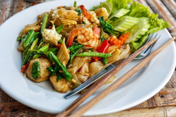 Fried vegetables and seafood in sauce
