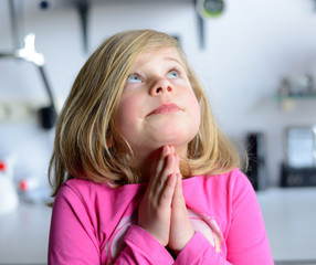 little girl is praying