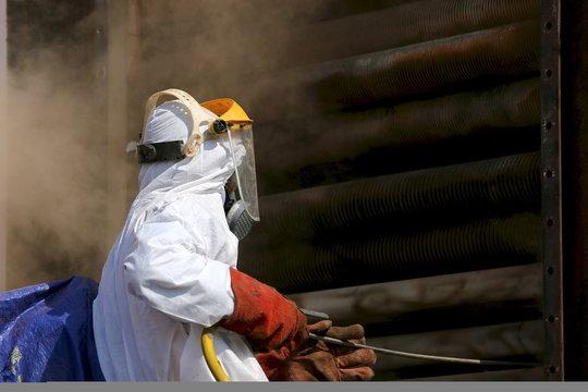 ouvrier maintenance industrielle