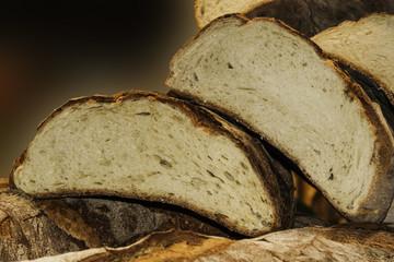 fette di pane fresco tagliato in primo piano sovrapposte