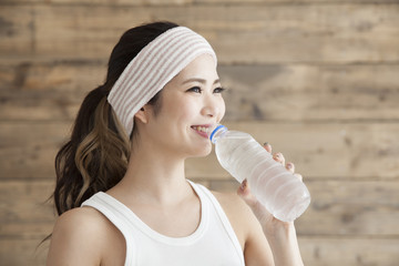 Young women are drinking m water of delicious pet bottle