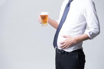 ビールを持つサラリーマン(白バック)