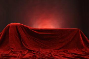 Rote Liege aus Samt in römischer Dekadenz