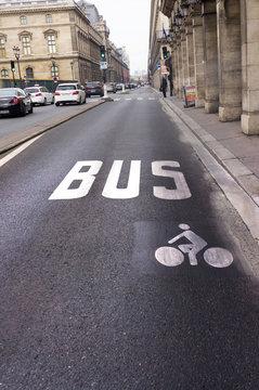 Voie de bus et de vélo, Paris, France