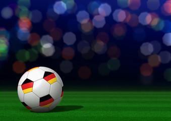 Fußball mit Deutschlandfahne auf Rasen