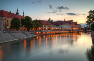 Obraz Wrocław wieczorny krajobraz miasta - fototapety do salonu