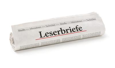 Zeitungsrolle mit der Überschrift Leserbriefe