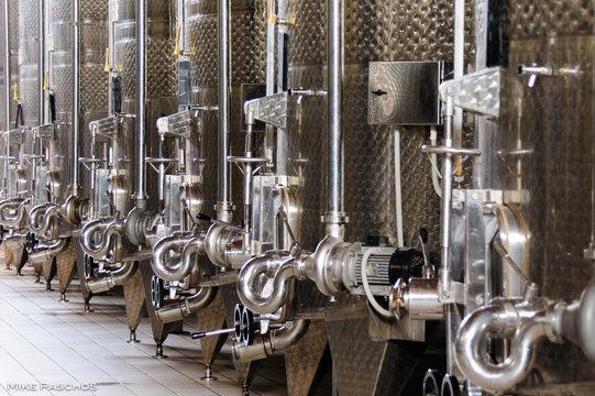 Wine fermentation vinification tanks