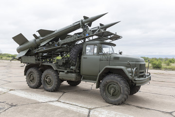 Mobile antiaircraft missile complex