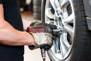 removing bolt from a wheel  using pneumatic gun, tire replacement