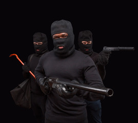 Robbers with rifle