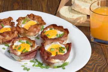 Bacon-Egg-Muffin Ei mit knusprigen Speck