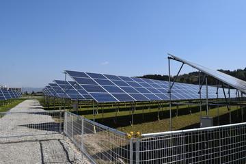 太陽光発電/山形県の庄内地方で、太陽光発電用ソーラーパネルの風景を撮影した写真です。