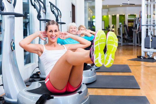 Group on vibrating plates in gym training