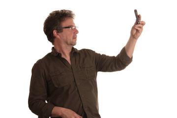 Mann macht Selfie